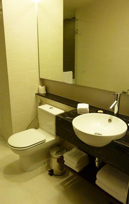 ParkRoyal Serviced Suites, KL - AMAZING BATHROOM