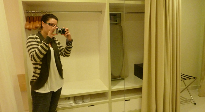 ParkRoyal Serviced Suited, KL - Crazy mirrored walk in closet
