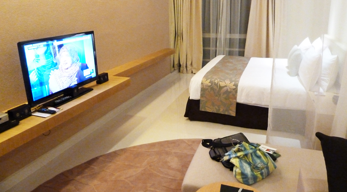 ParkRoyal Serviced Suited, KL - TV & Couches