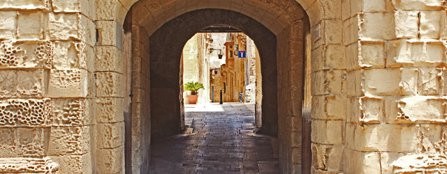 Mdina is a fortified, medieval town located up on a hill in the middle of Malta. Nicknamed 'the Silent City', it is one of the most beautiful towns in all of Malta boasting superb, endless alleyways that are just begging to be explored.